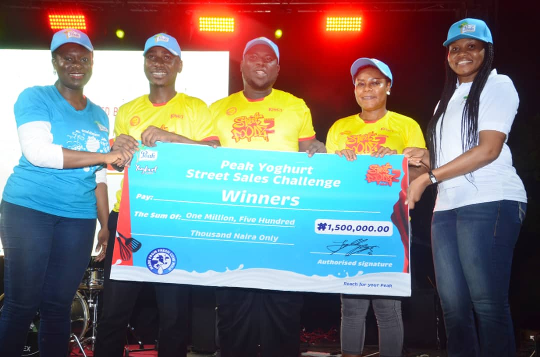 Winners of Street Foodz Naija a docu-reality TV series by Foodbay TV and officially refreshed by Peak Yoghurt receiving their cheques